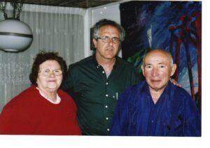 Com Dov Freiberg, sobrevivente da Revolta do campo de exterminio de Sobibor, na casa dele em 2004